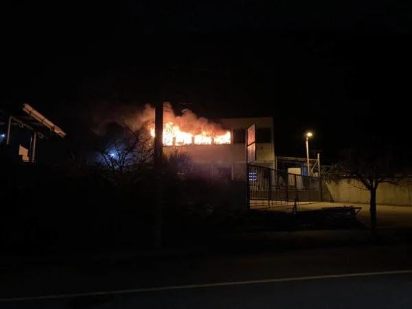 横須賀市芦名2丁目ガソリンスタンドで火事