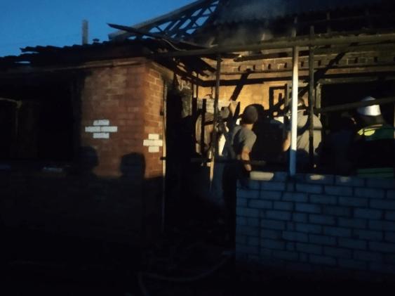 На Ставрополье потушили пожар в доме многодетной семьи