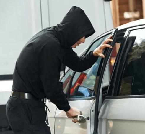 В Александровском районе раскрыта кража из автомобиля