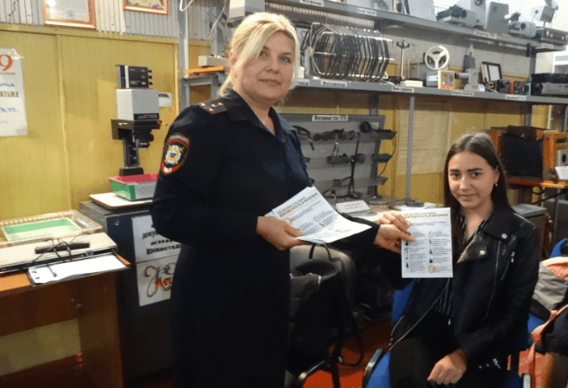 В Курском районе полицейские и общественники провели  профилактическую беседу «Безопасный интернет» со старшеклассниками