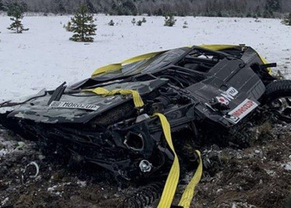 Проигравший спор другу житель Москвы сбросил свой внедорожник с вертолета в Карелии