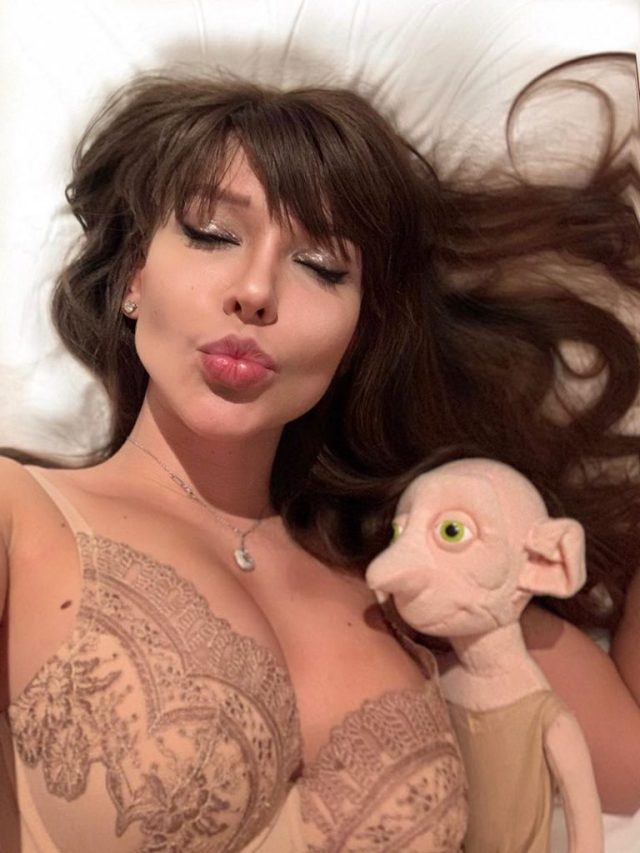 Известная модель из Ростова спит в одной кровати с персонажем из Гарри Поттера