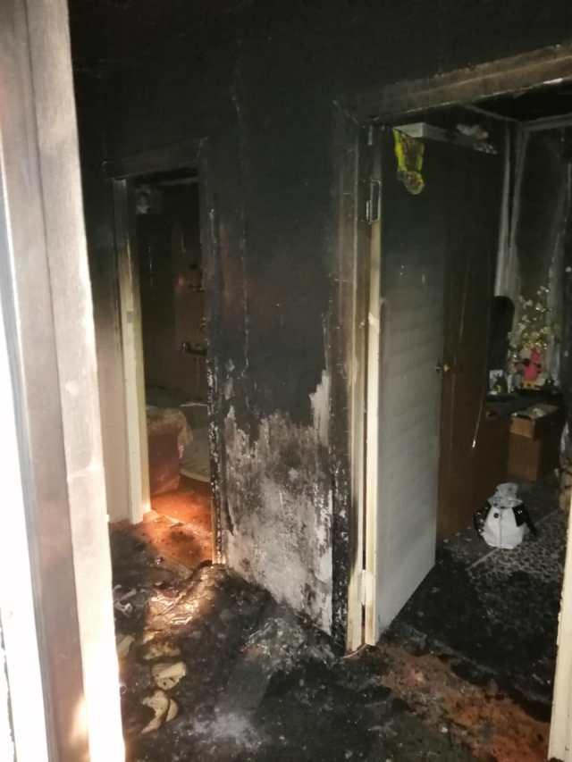 Из-за упавшей на пол свечи частично сгорела квартира и пострадал магазин на Ставрополье
