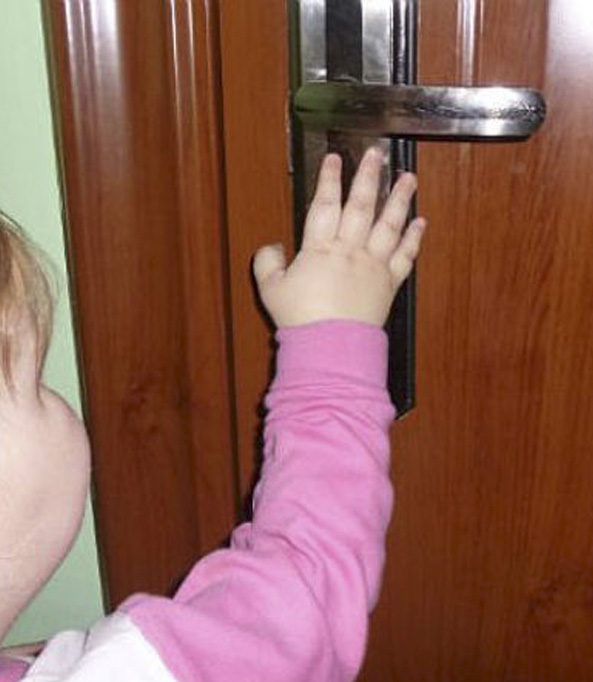 Двухлетний малыш остался заблокированным в пустой квартире в Ставрополе