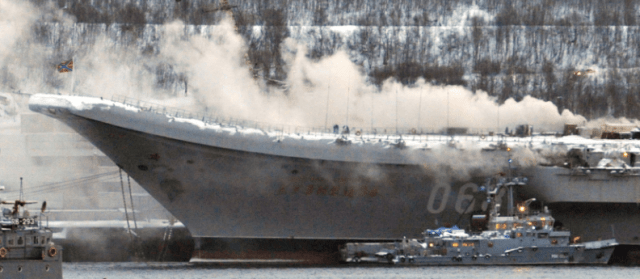 """Сильный пожар на крейсере """"Адмирал Кузнецов"""" произошёл по вине экипажа"""