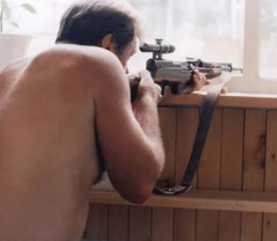 Мужчине, расстрелявшему собаку с балкона под СПБ, грозит тюрьма