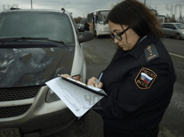 Погрязшая в долгах автоледи сбила судебного пристава в Армавире