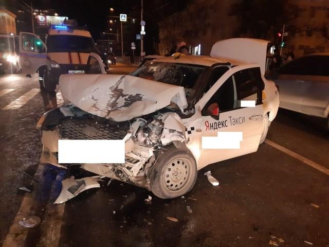ДТП с 5 пострадавшими спровоцировал водитель такси в Ставрополе