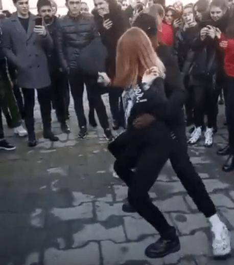 Секс - танец на глазах у студентов исполнил парень во Владикавказе