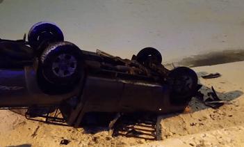 В Санкт-Петербурге машина перевернулась и чуть не слетела в реку