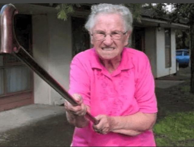 Пенсионерка отомстила за своего внука и избила коллектора в Чебоксарах
