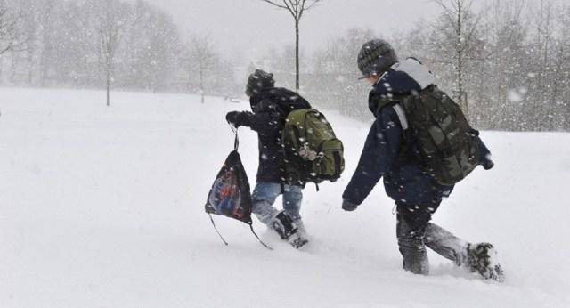 Из-за отсутствия денег на бензин дети по морозу вынуждены добираться в школу Теберды