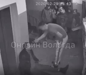 В Вологде школьники избили в подъезде пьяного мужчину