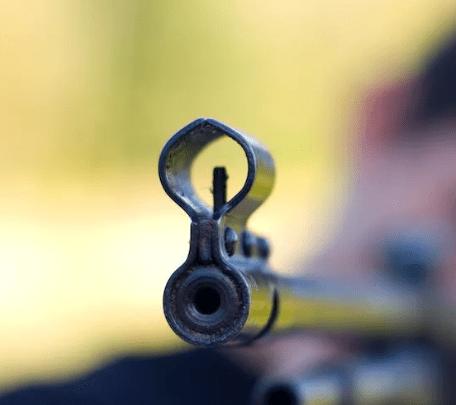 В Москве мужчина устроил стрельбу из пневматической винтовки по людям