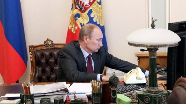 Путин присвоил награды Юрию Аксюте и Пелагее