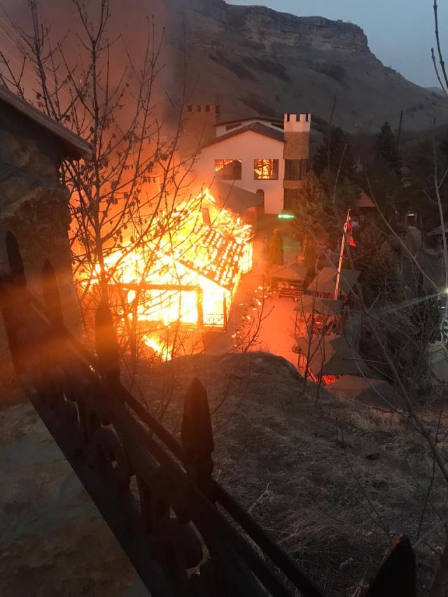 """""""Медовые Водопады"""" сгорели в Карачаево-Черкессии"""