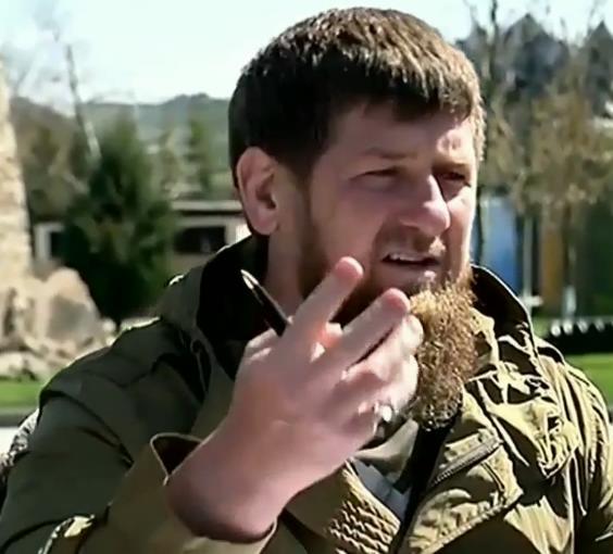 Кадыров извинился за маты во время официального совещания
