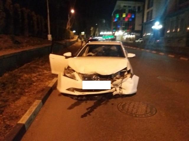 Разбившего иномарку и сбежавшего с места ДТП водителя ищут в Кисловодске