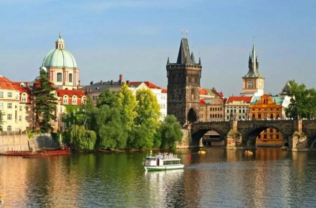 Чехия первой в Европе серьезно ослабила карантинные меры