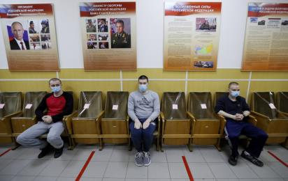 В Санкт-Петербурге стартовала отправка призывников в армию