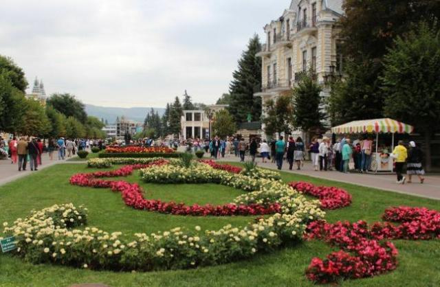 В Кисловодске делают цветочные ковры