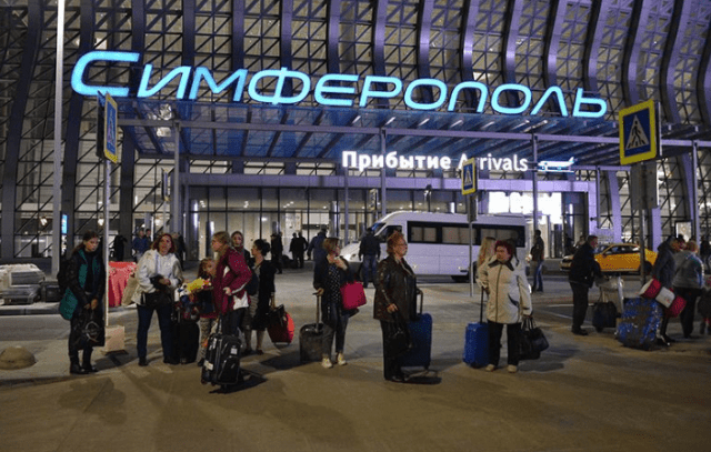 В аэропорту Симферополя один из пассажиров устроил пьяный дебош