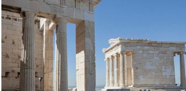 Греция открывает авиасообщение для туристов