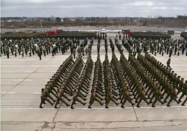 376 участников репетиций парада Победы заразились Covid-19
