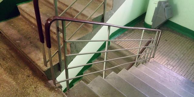 Пьяный мужчина столкнул с лестничной площадки девушку в Кисловодске