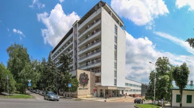 Массово увольняет сотрудников руководство санатория «Тарханы» в Пятигорске