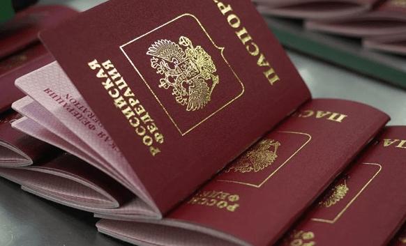 Номера паспортов и банковских карт россиян выставили на продажу