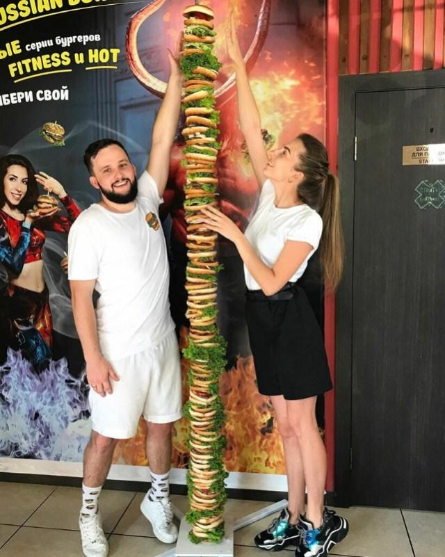 Самый высокий в мире бургер сделали на Ставрополье