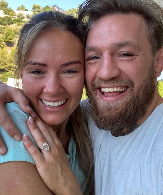 Боец Макгрегор сделал предложение своей девушке в день ее рождения