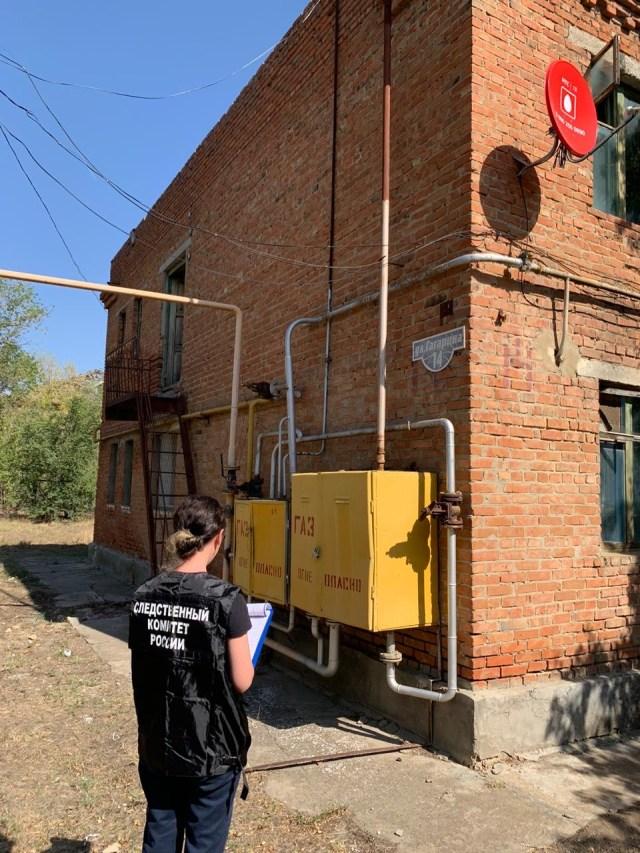 Следователи взяли на контроль ситуацию с переселением из аварийного дома в Светлограде