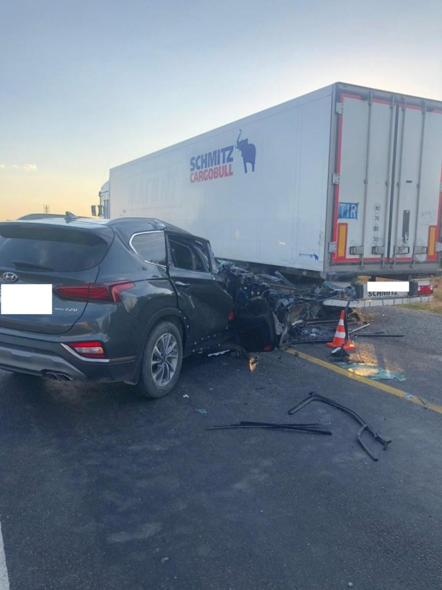 Из – за усталости водителя иномарка протаранила фуру под Зеленокумском
