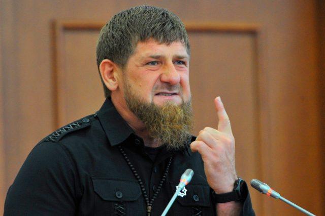 Помывших обувь в храмовом источнике парней осудил Рамзан Кадыров