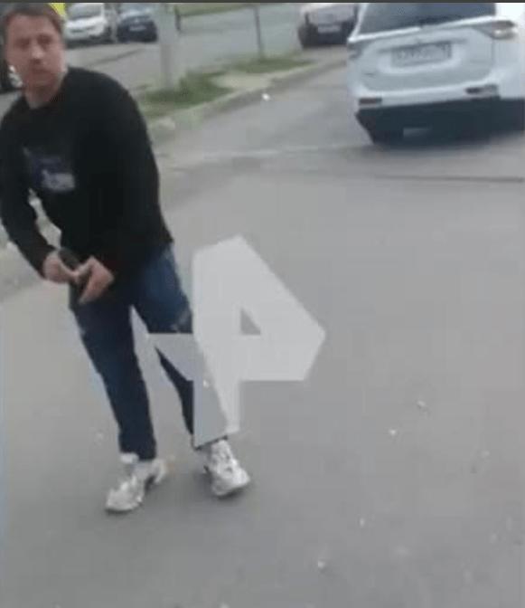 Медработник избил женщину и угрожал ей пистолетом в Санкт – Петербурге