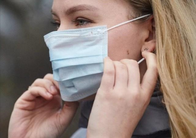 Жителям Волгограда запретили носить аналоги масок