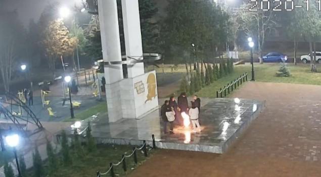 Георгиевские подростки грелись возле «Вечного огня»