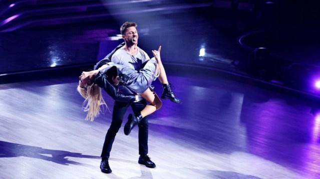 Травму на проекте «Танцы со звездами» получил Сергей Лазарев