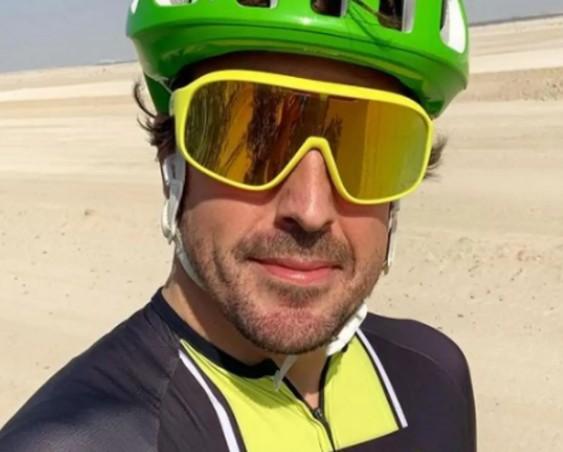 Чемпион Фернандо Алонсо попал под колеса автомобиля