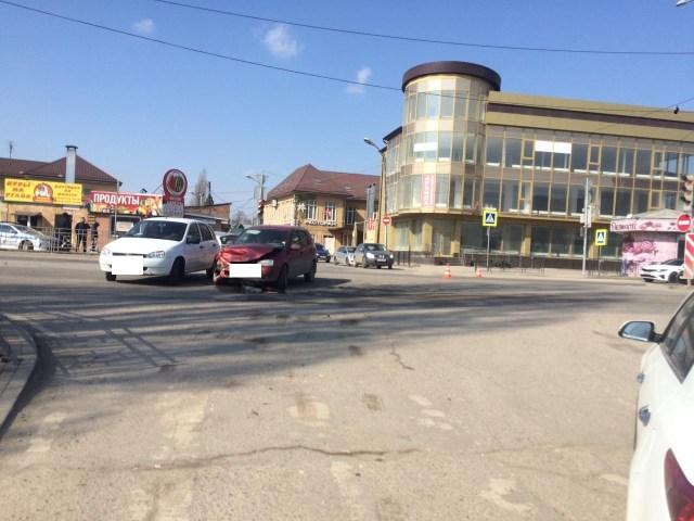 Трое взрослых и ребенок пострадали в аварии в Пятигорске