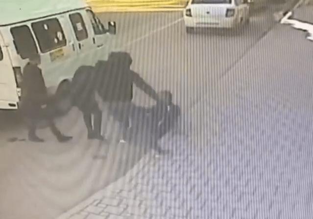 Трое мужчин избили водителя маршрутки в Пятигорске