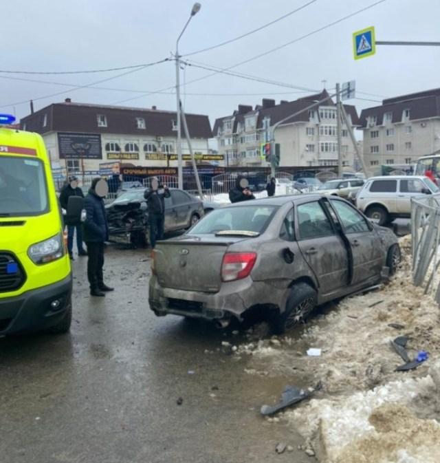 Двое автомобилистов пострадали в аварии в Ставрополе