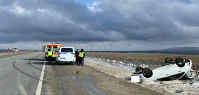 У «Гранты» на скорости разорвало колесо на трассе Ставрополья