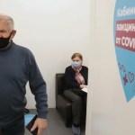 Привившиеся от COVID-19 пожилые москвичи получат карты на тысячу рублей