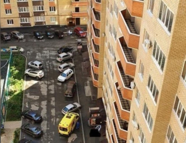 Выясняются обстоятельства падения ребенка из окна в Михайловске
