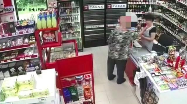 Мужчина с ножом напал на продавца магазина в Ставрополе