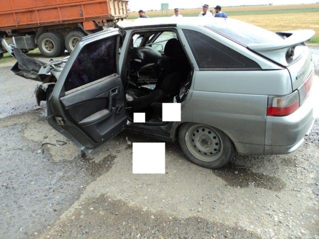 Водитель легковушки погиб при столкновении с КамАЗом на Ставрополье