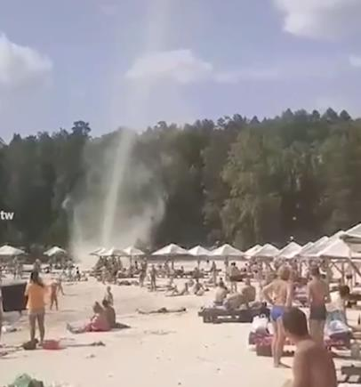 В Миассе под Челябинском попал на видео торнадо